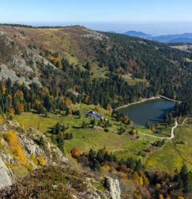 Campingplatz Clos De La Chaume: Panoramablick auf den Naturpark Ballons des Vosges im Quadratformat